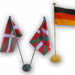 Tischflaggen und -banner